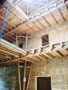 Cali, Colombia: Escuela de Bambú inicia campaña para finalizar su construcción Bamboo Architecture, School Architecture, Bamboo House Design, Bamboo Building, Bamboo Structure, Bamboo Construction, Cali Colombia, Pergola, Outdoor Structures