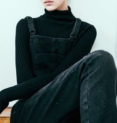 black overalls and turtleneck. Outfits Inspiration, Inspiration Mode, Grunge Fashion, Look Fashion, Fashion Outfits, Fashion Black, Street Fashion, Looks Style, Style Me