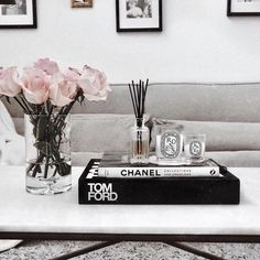 Coffee Table Styling, Coffee Table Books, Decorating Coffee Tables, Chanel Coffee Table Book, Table Decor Living Room, Bedroom Decor, Books Decor, Home Decor Inspiration, Design Inspiration