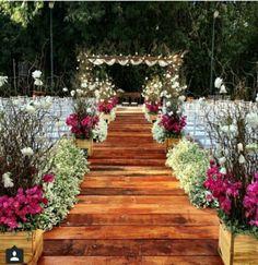 Essential OutDoor Wedding Tips - Wedding Tips 101 Wedding Goals, Wedding Themes, Wedding Tips, Trendy Wedding, Perfect Wedding, Rustic Wedding, Wedding Reception, Wedding Venues, Wedding Planning