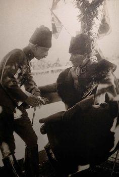>> BüyükGaziMustafaKemalATATÜRK<< pic.twitter.com/GweeyqyKxU Hey, Kocum be! Yaradana kurban! Ottoman Turks, Republic Of Turkey, Turkish Army, The Turk, World Peace, Ottoman Empire, Historical Pictures, First World, Archaeology