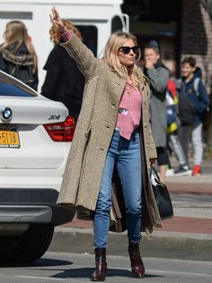 Mary-Kate & Ashley Olsen Stylishly Step Out in N., Plus Tina Fey, Justin Bieber and Sienna Miller Style, Dior Gown, Mary Kate Ashley, Stockholm Street Style, Latest Outfits, Cardi B, Street Chic, Fashion Photo, Celebrity Style