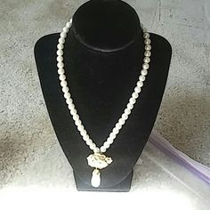 Avon Summerset collection necklace Brand new ladies necklace with pearls and gold tone Avon Jewelry Necklaces