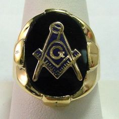 Vintage Master Mason Masonic Ring Blue Symbol on Black Onyx in 10K Yellow Gold