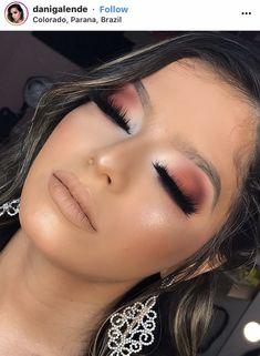 Burgunder Augen Make-up und nackter Lippenstift Gold Eye Makeup, Makeup For Brown Eyes, Smokey Eye Makeup, Glam Makeup, Skin Makeup, Eyeshadow Makeup, Casual Makeup, Gold Eyeshadow, Make Up Looks