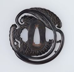 Tsuba with design of two leaves Japanese Edo period early to century Main material shakudo; other metals gold; Japanese Blades, Japanese Sword, Japanese Chef, Samurai Weapons, Katana Swords, Swords And Daggers, Knives And Swords, Art Japonais, Japan Art