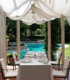 Poolside restaurant Conservatory