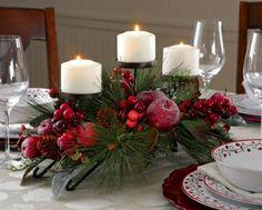 décoration-bougies-Noël-blanches-arrangement-branches-baies-rouges-pommes