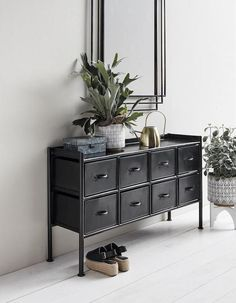 Are you interested in our black console table? With our iron console table you need look no further. Vintage Industrial Decor, Vintage Decor, Industrial Style, Retro Vintage, Consoles, Sideboard Modern, Metal Sideboard, Credenza, Iron Console Table