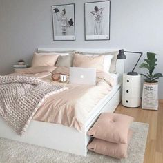50 pink bedroom decor that you can try rosa Schlafzimmer Dekor, das Sie selbst. Pink Bedroom Decor, Dream Bedroom, Home Bedroom, Pastel Bedroom, Bedroom Themes, Bedroom Yellow, Bedroom Goals, Bedding Decor, Bedding Sets