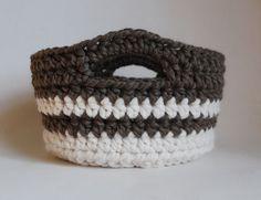 Week 10:  Chunky Crocheted Basket. I'm adapting this for a casserole carrier. . ☀CQ #crochet   http://pinterest.com/CoronaQueen/crochet-for-the-home-corona/