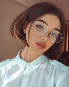 Lace Frontal Wigs Pink Brown And Pink Ombre Hair For Women - Care - Skin care , beauty ideas and skin care tips Glasses Frames Trendy, Girls With Glasses, Girl Glasses, Women In Glasses, Makeup For Glasses, Pink Ombre Hair, Pink Wig, Glasses Trends, Lunette Style