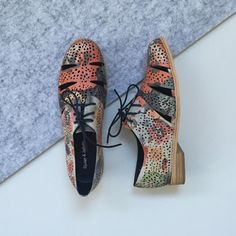 How beautiful is our 'Abra' style in floral multi? Also comes in Black and Latte! #evansshoes #fashion #djangoandjuliette #style #floral #transseasonal #love #shopping #laceup #bright #happythursday