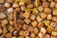 Συνταγή για κουρκουμπίνια από τον Άκη Πετρετζίκη. Νόστιμες, τραγανές μπουκιές από φρέσκο φύλλο κρούστας! Βάλτε τα στο κρύο σιρόπι και θα λιώνουν στο στόμα!!