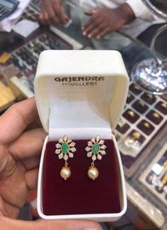 Beautiful gold earrings with flower design tops. Earrings with south sea pearl hangings. Gold Jhumka Earrings, Jewelry Design Earrings, Gold Earrings Designs, Indian Earrings, Ruby Jewelry, Gold Jewellery Design, Earings Gold, Gold Designs, India Jewelry