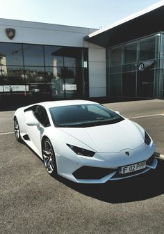 ⋑ White Cars ⋐
