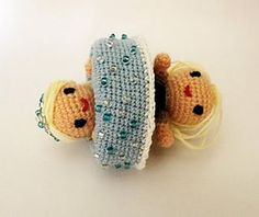 Free Crochet Pattern - Topsy Turvey Frozen Princess Anna & Snow Queen Elsa made with Magic Cinderella by Irene Kiss