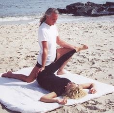 Mukti (Michael Buck) is founder of the Vedic Conservatory and is my teacher's teacher. Thai Yoga Massage, Face Massage, Body Therapy, Massage Therapy, Partner Yoga Poses, Be My Teacher, Yoga Flow, Acupressure, Back Pain