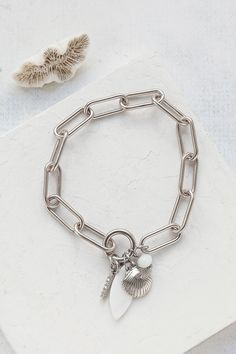 An impressive bracelet comprised of elongated links, centered with a pendant made of natural shell, crystal, and glass beads. Made of brass plated with high-quality gold or silver, according to your choice. Circle Earrings, Stud Earrings, Bridal Bracelet, Art Deco Ring, How To Make Shorts, Link Bracelets, Beautiful Rings, Jewelry Collection, Glass Beads