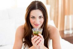 Picture of Young brunette woman drinking tea sitting on bed stock photo, images and stock photography. Brunette Woman, Tips Belleza, Natural Cures, Active Ingredient, Drinking Tea, Diet Tips, Detox, The Cure, Weight Loss