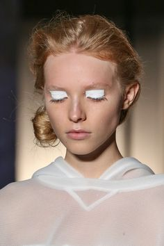 Idée Maquillage 2018 / 2019 : Love this look from Maison Martin Margiela Mercedes-Benz Fashion Week Spring - Flashmode Belgium Makeup Inspo, Makeup Art, Makeup Inspiration, Eye Makeup, Hair Makeup, Catwalk Makeup, Runway Makeup, Beauty Make-up, Beauty Hacks