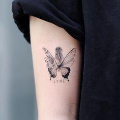 Photo by 타투이스트 달 on January A imagem pode conter: 1 pessoa, close-up Cute Tattoos, Body Art Tattoos, Small Tattoos, Tatoos, Piercing Tattoo, Piercings, Tattoo Arm, Butterfly Tattoos For Women, Geniale Tattoos