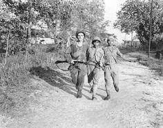 Indonesische jeugdstorm stormt voor het laatst te Soerabaja in 1946 (Collectie Indisch Herinneringscentrum)