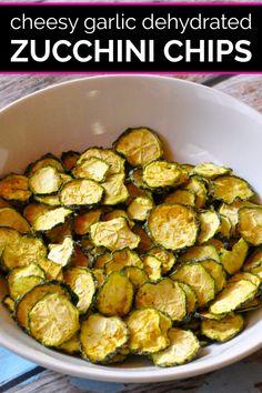 Dehydrated Zucchini Chips, Zucchini Chips Recipe, Dehydrated Vegetables, Roast Zucchini, Dehydrated Food, Zucchini Noodles, Veggies, Vegetable Chips, Vegetable Snacks