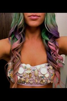 Mermaid hair-halloween costume. this is cute, too bad theres no link. (I like this bandeaux style--doesn't look so much like a regular bra that you stuck shells on-L)