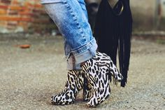 Simppeli on kaunista / Leopard ankle boots, fringe bag, cuffed boufriend jeans