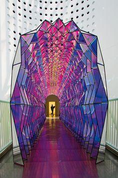 """Conheça a instalação """"One Way Colour Tunnel"""" de Olafur Eliasson"""