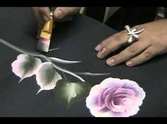 Rosa con Pinceladas Decorativas