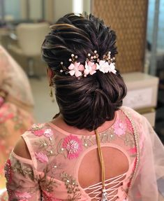 Gorgeous Bridal Bun Hairstyles for Every Length - Kurti Blouse Bridal Hairstyle Indian Wedding, Bridal Hair Buns, Bridal Braids, Hairdo Wedding, Wedding Hairstyles For Long Hair, Open Hairstyles, Indian Hairstyles, Bride Hairstyles, Bun Hairstyle