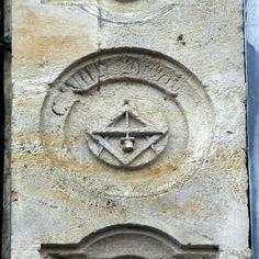 Emblèmes de Compagnon tailleur de pierre à Castillonnès (47)