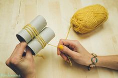 Who knew you could make a giant pom pom with 2 toilet paper rolls?: (decorating with paper pom poms) Crafts To Do, Yarn Crafts, Crafts For Kids, Arts And Crafts, Diy Crafts, Yarn Projects, Crochet Projects, Diy Cadeau, How To Make A Pom Pom
