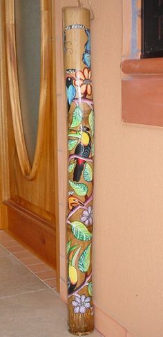 rain stick Painted Bamboo, Hand Painted, Rain Stick Crafts, Rain Sticks, Didgeridoo, Driftwood Sculpture, Painted Sticks, School Art Projects, Gourd Art