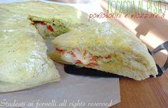 focaccia al pesto pomodorini e mozzarella ricetta focaccia ripiena