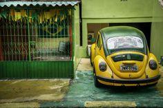 Volksvagen pintado con los colores de Brasil.  #Mundial2014