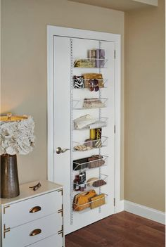 Small Bathroom storage is crucial for keeping your bathroom clean and clutter cost-free. If you have actually obtained a small bathroom storage or a huge household or both after that you are most likely in need of some brilliant bathroom storage ideas Ideas Para Organizar, New Room, Small Apartments, Studio Apartments, Tiny Spaces, Apartment Living, Living Room, Apartment Hacks, Apartment Layout