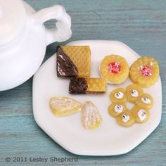 Make Dollhouse Scale Filled Cookies and Wafers From Polymer Clay - I'm thinking of my daughter's American Girl Doll
