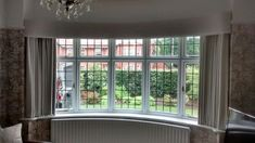 Curved bay window pelmet with simple lines for an understated look. Window Pelmets, Bay Window Curtains, Curtains With Blinds, Bay Window Dressing, Curtain Pelmet, Bay Window Living Room, Duplex House Design, Luxury Wallpaper, Window Dressings
