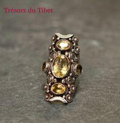 Boutiques d'artisanat tibétaine sur paris: 27 rue Saint-Louis en l'Ile 75004 38 rue dauphine 75006 Site Internet: http://www.tresors-du-tibet.com/