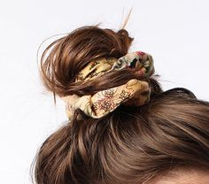 sandsunandmessybuns.com | I have major scrunchie love | #scrunchies #messybuns