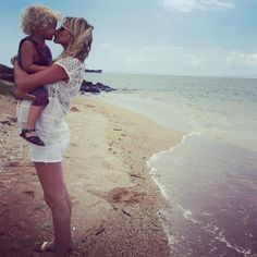 Sarah Wright Olsen.. #stylethebump #babymoon #lanai