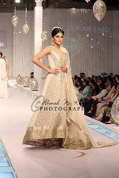 Indian fashion on the Ramp Indian Bridal Fashion, Pakistani Bridal Wear, Pakistani Outfits, Indian Outfits, India Fashion, Asian Fashion, Indian Reception Outfit, Big Fat Indian Wedding, Desi Clothes