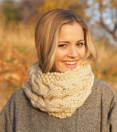 Make this chunky cable cowl and keep warm and cozy this fall!
