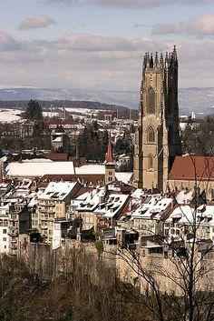 La Cathédrale de Fribourg et le quartier de la Grand-Rue.