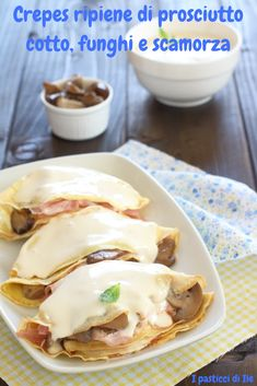 crepes stuffed with ham mushrooms and smoked cheese Cannelloni, Smoked Cheese, Good Food, Yummy Food, Crepe Recipes, Pinterest Recipes, Prosciutto Cotto, Finger Foods, Italian Recipes