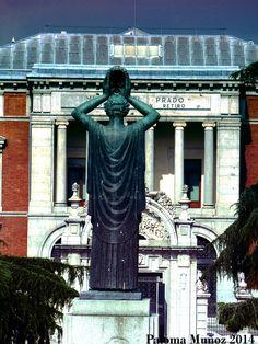 Alegoría del teatro en el monumento al dramaturgo Jacinto Benavente. Allegory of the theater at the monument to Jacinto Benavente
