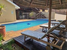 Uhuru guest house - Uhuru Guest House is a three Star Graded and Luxury Guest House. The 10 spacious rooms are newly renovated concentrating on the cuisine and culture.The rooms well equipped suites. Each room is equipped .